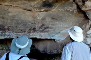 Guests take a tour of main caves on the Central Drakensberg Tour