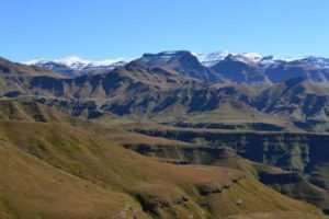 Enjoy a 4X4 trip up Sani pass on the Southern Drakensberg Tour